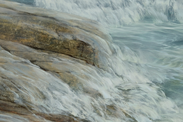 TM8569 North Shore High Tide - close-up showing granite ledge with breaking wave