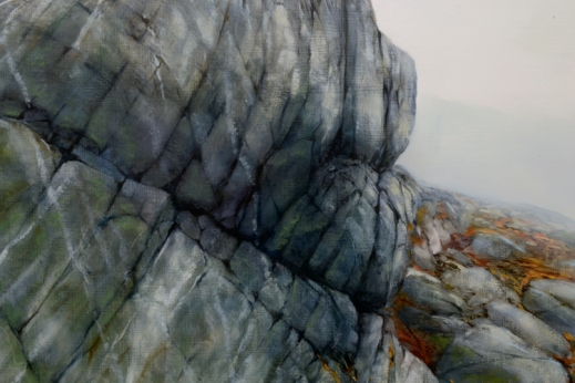 TM8018 Leaning into the Fog - close-up from center showing near outcrop with quartz veins and distant boulders intermixed with seaweed